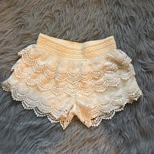 Crochet shorts // cream -small w elastic band
